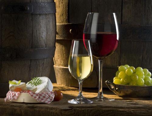 Nghệ thuật sử dụng ly khi dùng rượu vang