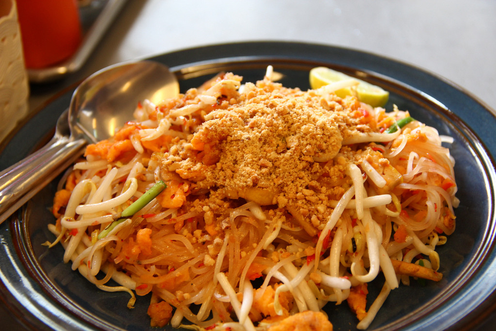 Rượu vang kết hợp với ẩm thực Thái