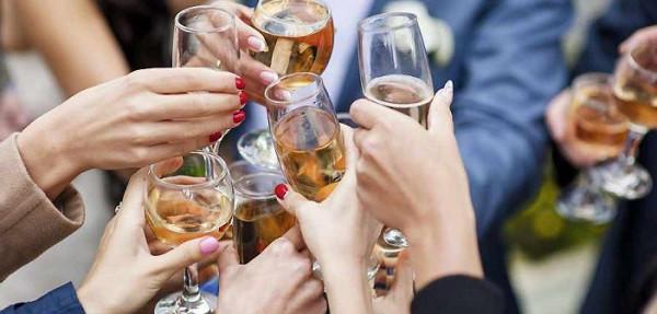 Tìm hiểu về văn hóa cụng ly khi uống rượu bia